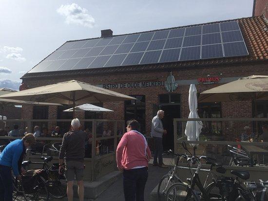 Eindhout, Belgium: Even leuk terras aan voor en achterkant