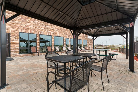 Batesville, MS: Outside Patio with grill