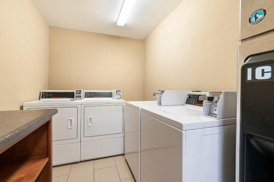 Batesville, MS: Onsite Laundry
