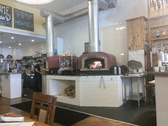 Wapakoneta, OH: Wood Fired oven