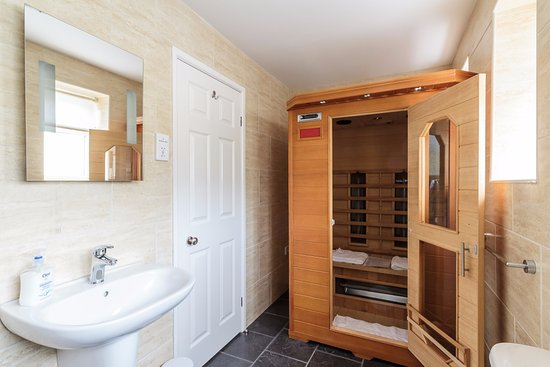The P&M Paignton Residence: Deluxe King-Size Room 2 includes a Sauna for Two.