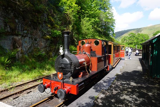 Tywyn, UK: The train at the far end of the line, Nant Gwernol.