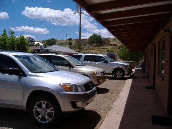 Hillsboro, Nuevo Mexico: Ample parking close to rooms