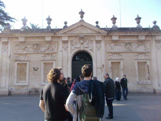 La fila per vedere Roma dal buco - Foto di Colle Aventino, Roma ...