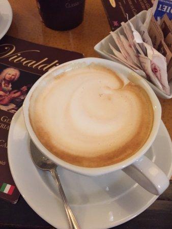 Gelateria Cioccolateria Vivaldi : Charming place inside! Delicious cappuccino !