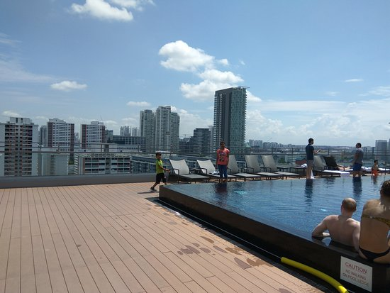 Rooftop swimming pool picture of destination singapore - Rooftop swimming pool in singapore ...