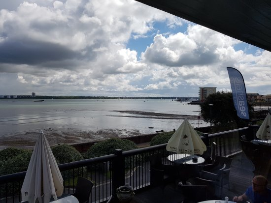 Hythe, UK: Great views, not bad food