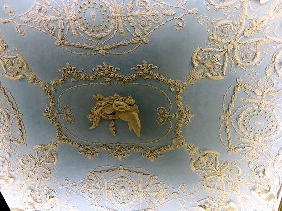 Decorazione Bagnoli : Particolare della decorazione di un soffitto foto di gallerie di
