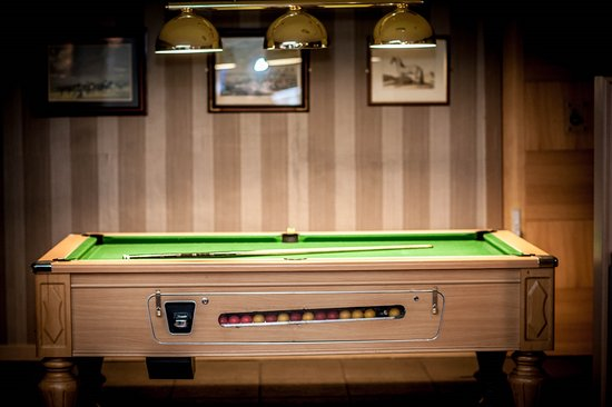 Best Western Plus White Horse Hotel: Pool Table in Lounge Bar