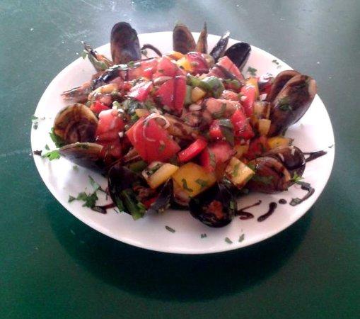Батси, Греция: Seafood salad!
