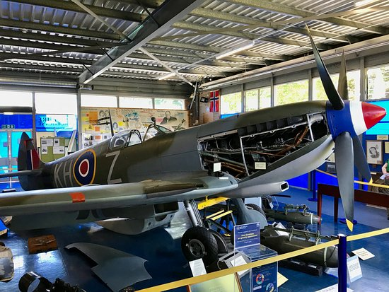 Manston, UK: Spitfire (LF) Mk XVI.