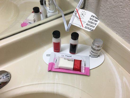 เออร์บันเดล, ไอโอวา: Toiletries...love the lotion!