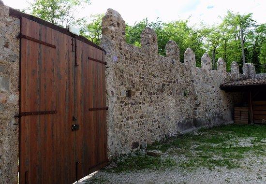 Majano, Italia: Cinta muraria