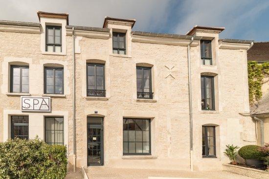 Chablis, Francja: façade spa