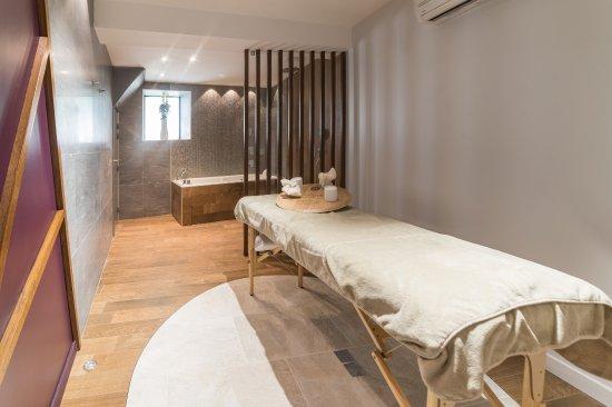 Chablis, France: salle de soins et balnéo
