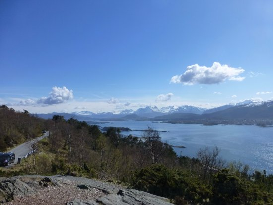 Fjellstua Viewpoint : View over to Norwegian Alps