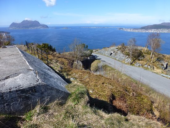 Fjellstua Viewpoint : View over the German Bunkers