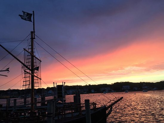 Oak Bluffs, MA: Sunsets on the Sea Gypsy X