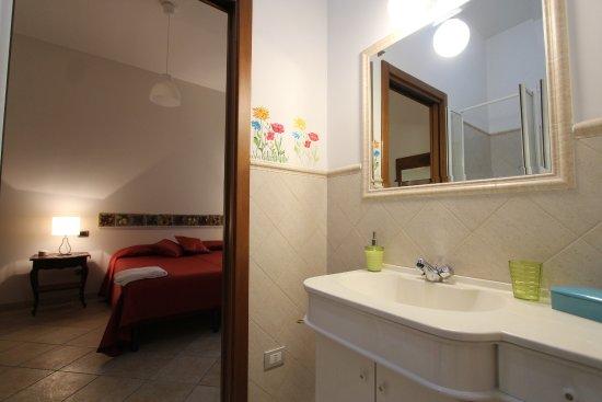 Narni Scalo, Italie : Camera 1 o camera rossa con bagno privato interno