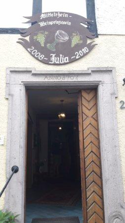 Unkel, ألمانيا: Ingang van het hotel. Aan de linkerkant is de infobalie