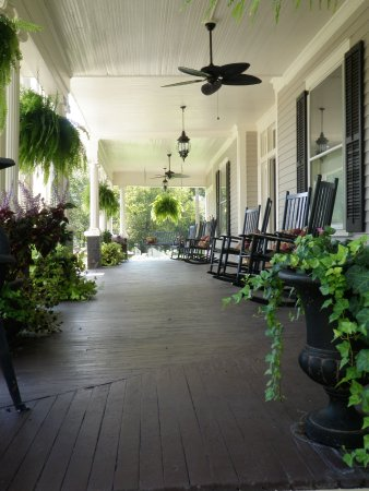 Hawkinsville, Τζόρτζια: Butterfly Mansion B&B Front Porch