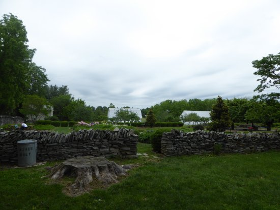 Rose Hill Manor Park & Museums: Gardens