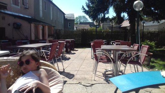 Moulins-Engilbert, Francia: terrasse cote jardin