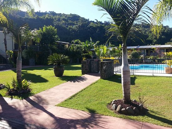 Dimitile Hotel: jardin et piscine
