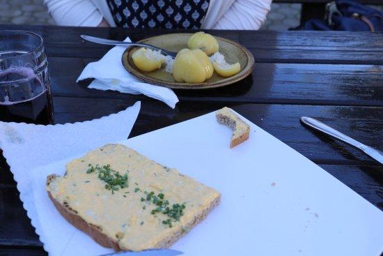 Podersdorf am See, Austria: Brot mit Eieraufstrich