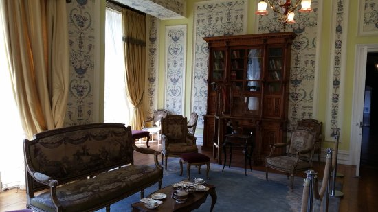 Kylemore, Irlandia: One of the highly decorated rooms in the Abbey.