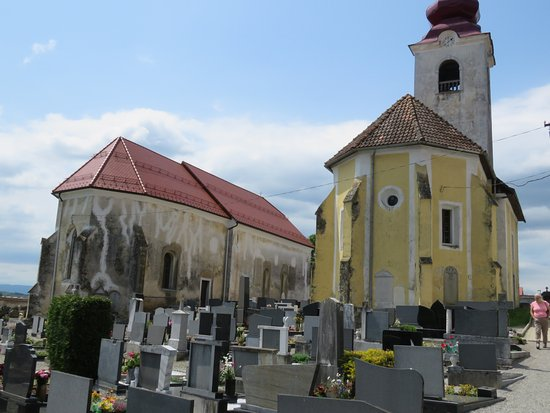 Metlika, Slovenia: Tri fare, two churches on cemetery