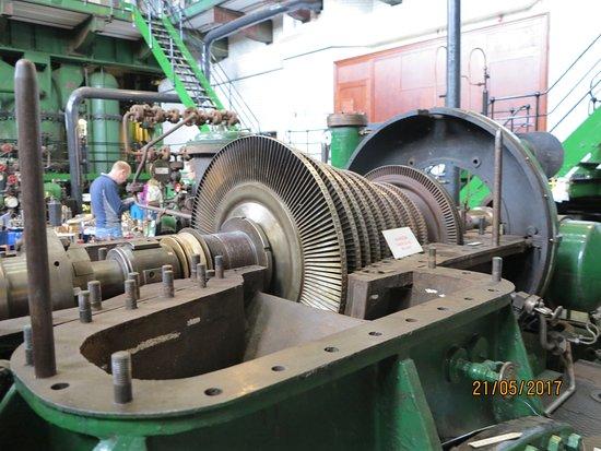Feltham, UK: Steam turbine