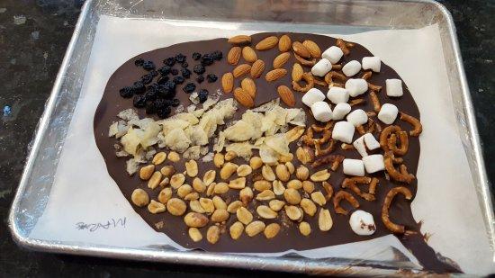 Irvine, Kalifornia: Making Chocolate bark at Chocxo!