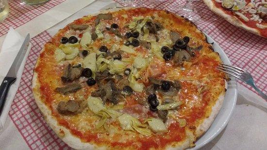 Sant'Angelo in Vado, Italia: Een smakelijke pizza