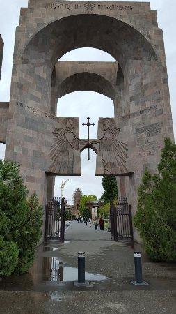 エチミアジンの大聖堂と教会群ならびにズヴァルトノツの考古遺跡