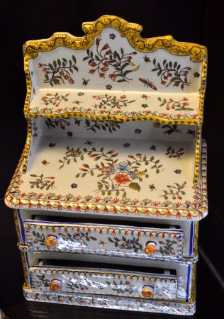 Desvres, France : commode