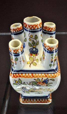 Musee de la Ceramique : tulipier