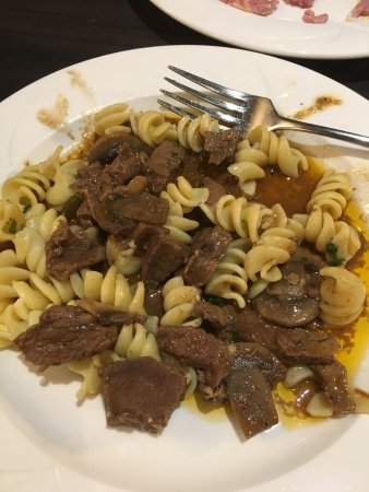 Fort McMurray, Canada: Beef stroganoff in their lunch buffet is delicious