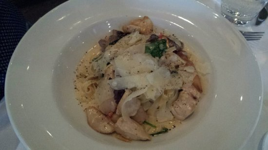 Oakville, Canadá: Pasta with chicken.