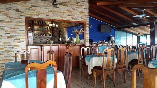 Puerto Caldera, Costa Rica: Parte interna del negocio.