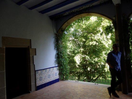 Sant Fruitós de Bages, España: Terraza de verano de la famila Casas donde estaban las celdas de los monjes