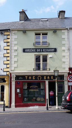 Listowel, أيرلندا: The exterior of the pub.