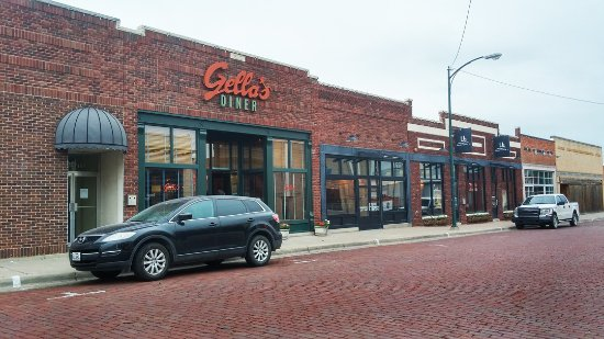Hays, KS: Gella's Diner and Lb Brewery