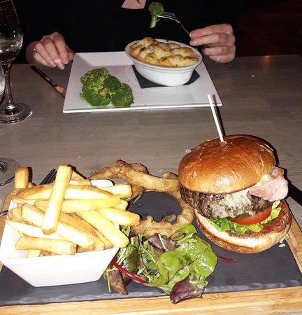 Deddington, UK: What a burger! Plus amazing fish pie