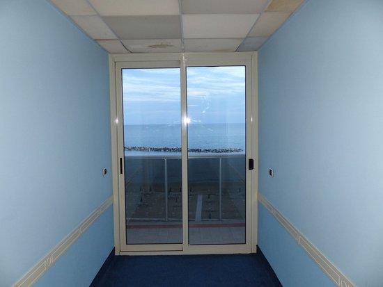 Devant la porte de la chambre 304 - Picture of Milano Resort ...