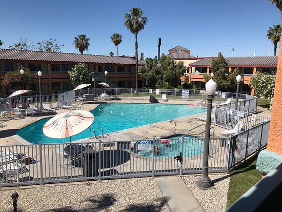 Santa Nella, CA: Spotless bathroom, nice grounds and clean, quality sheets