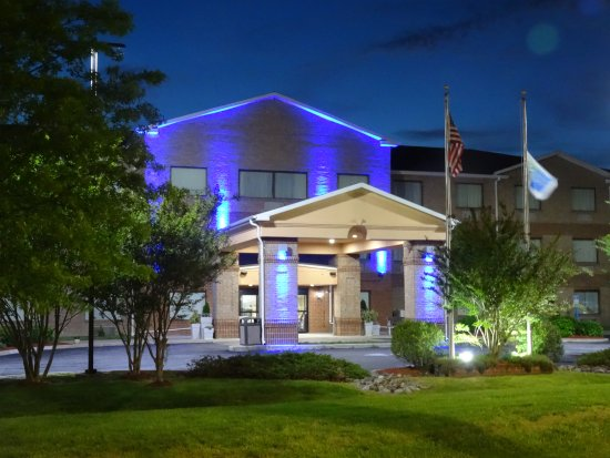 Pocomoke City, Maryland: The blue light at night is cool