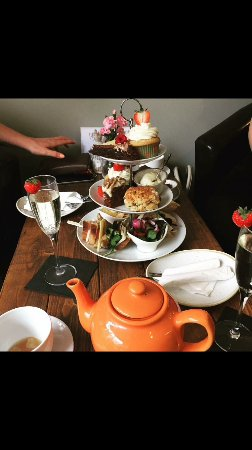 Prosecco afternoon tea anyone??