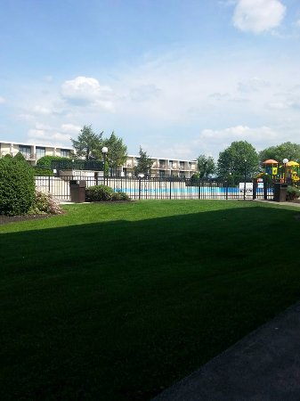 Red Lion Hotel Harrisburg Hershey: Large outdoor pool