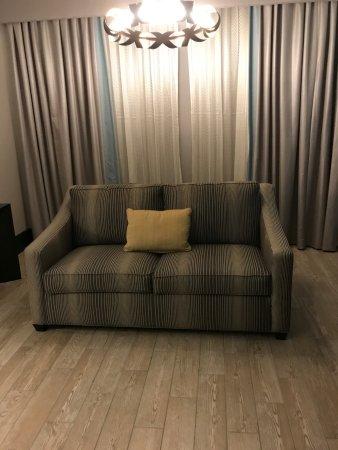 Lumberton, Carolina del Norte: Living room, couch
